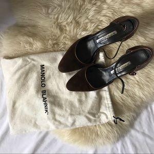 MANOLO BLAHNIK suede heels with metallic detail